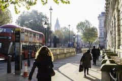 London-Straßen im Herbst Stockfotos