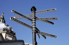 London-Straßen-Richtungs-Anleitung-Pfosten Lizenzfreie Stockbilder