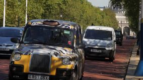 London-Taxis auf dem Mall stock video footage