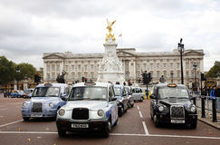 London Taxis and Buckingham Palace Stock Images