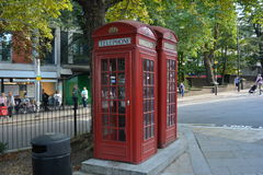 London-Telefonzellen packen roten Heide Londons England Hampstead ein Stockbilder