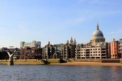 London Thames River St Pauls Cathedral Royaltyfria Bilder