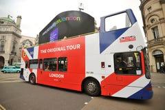 London touristic buss i centret, Piccadily cirkus Royaltyfri Fotografi