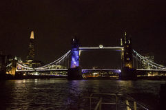 London Tower bridge at night by the river Thames Royalty Free Stock Photos