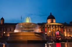 London Trafalgar fyrkant på nighttimen Royaltyfri Fotografi