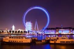 London Trafalgar fyrkant på nighttimen Royaltyfri Foto