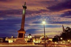 London-Trafalgar-Platz-Sonnenuntergang Nelson-Spalte Lizenzfreie Stockfotos