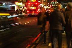 London trafik på natten Arkivfoto