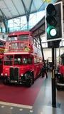 London transportmuseum - engelsk dubbel däckare Arkivbilder