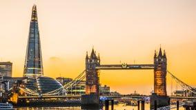 London-Turm-Brücke und die Scherbe Stockbild