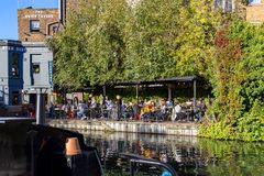LONDON, UK – Oct 21, 2018: People having lunch at a tavern on the canal banks at Regent`s Canal next to Paddington in Little stock photography