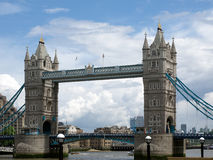 LONDON/UK - 15 ΙΟΥΝΊΟΥ: Άποψη της γέφυρας πύργων στο Λονδίνο στις 15 Ιουνίου, Στοκ φωτογραφία με δικαίωμα ελεύθερης χρήσης