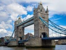LONDON/UK - 15 ΙΟΥΝΊΟΥ: Άποψη της γέφυρας πύργων στο Λονδίνο στις 15 Ιουνίου, Στοκ εικόνα με δικαίωμα ελεύθερης χρήσης