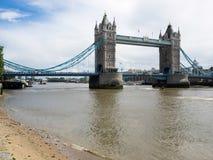 LONDON/UK - 15 ΙΟΥΝΊΟΥ: Άποψη της γέφυρας πύργων στο Λονδίνο στις 15 Ιουνίου, Στοκ Φωτογραφίες