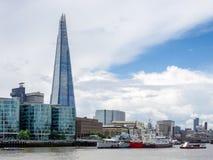 LONDON/UK - 15 ΙΟΥΝΊΟΥ: Άποψη του κτηρίου Shard στο Λονδίνο σε Ju Στοκ εικόνες με δικαίωμα ελεύθερης χρήσης