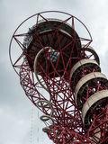 LONDON/UK - 13 ΜΑΐΟΥ: Το γλυπτό τροχιάς ArcelorMittal στο Qu Στοκ Εικόνα