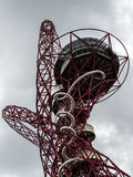 LONDON/UK - 13 ΜΑΐΟΥ: Το γλυπτό τροχιάς ArcelorMittal στο Qu Στοκ φωτογραφία με δικαίωμα ελεύθερης χρήσης
