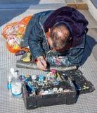 LONDON/UK - 21 ΜΑΡΤΊΟΥ: Ζωγραφική ατόμων στη γέφυρα χιλιετίας μέσα Στοκ εικόνες με δικαίωμα ελεύθερης χρήσης