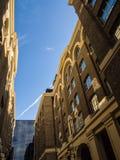 LONDON/UK - 12 ΣΕΠΤΕΜΒΡΊΟΥ: Παλαιά κτήρια γύρω από τους σανούς Galleria μέσα Στοκ εικόνα με δικαίωμα ελεύθερης χρήσης