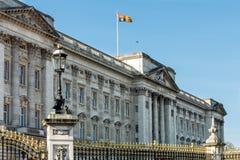 LONDON/UK - 18 ΦΕΒΡΟΥΑΡΊΟΥ: Buckingham Palace στο Λονδίνο σε Februar Στοκ Εικόνες