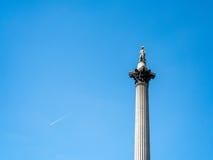 LONDON/UK - 15-ОЕ АВГУСТА: Взгляд статуи и столбца Нельсона в Tr Стоковые Фотографии RF