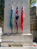 LONDON/UK - 15-ОЕ АВГУСТА: Военный мемориал кенотафа в Уайтхолле Londo Стоковое Изображение RF