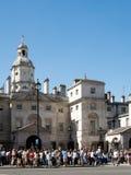 LONDON/UK - 15-ОЕ АВГУСТА: Личные охраны на обязанности в Уайтхолле Лондоне w Стоковое Фото