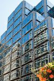 LONDON/UK - 15-ОЕ АВГУСТА: Современное большое административное здание около Виктории Statio Стоковые Фотографии RF