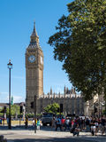LONDON/UK - 15-ОЕ АВГУСТА: Sunlit взгляд большого Бен в Лондоне на Augu Стоковая Фотография