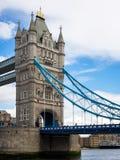 LONDON/UK - 15-ОЕ ИЮНЯ: Взгляд моста башни в Лондоне 15-ого июня, Стоковые Фото