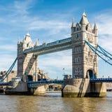 LONDON/UK - 7-ОЕ МАРТА: Мост башни в Лондоне 7-ого марта 2015 U Стоковое Фото