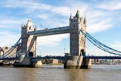 LONDON/UK - 7-ОЕ МАРТА: Мост башни в Лондоне 7-ого марта 2015 U Стоковые Изображения RF