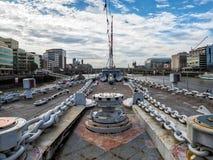 LONDON/UK - 12-ОЕ СЕНТЯБРЯ: Анкерные цепи на палубе HMS Belf стоковое фото