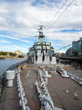 LONDON/UK - 12-ОЕ СЕНТЯБРЯ: Анкерные цепи на палубе HMS Belf стоковая фотография rf