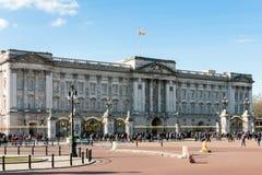 LONDON/UK - 18-ОЕ ФЕВРАЛЯ: Букингемский дворец в Лондоне на Februar Стоковые Фото