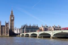 LONDON/UK - 18-ОЕ ФЕВРАЛЯ: Взгляд большого Бен и домов Parl Стоковые Фотографии RF
