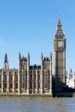 LONDON/UK - 18-ОЕ ФЕВРАЛЯ: Взгляд большого Бен и домов Parl Стоковое Изображение RF