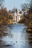 LONDON/UK - 18-ОЕ ФЕВРАЛЯ: Взгляд парка St Jame в Лондоне на Fe Стоковые Фото