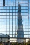 LONDON/UK - 18-ОЕ ФЕВРАЛЯ: Отражение черепка в Лондоне на f Стоковое фото RF