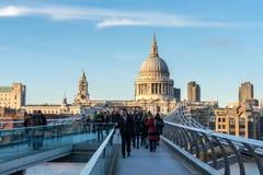 LONDON/UK - 18-ОЕ ФЕВРАЛЯ: Собор St Paul в Лондоне на Febru Стоковое Изображение