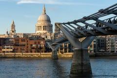 LONDON/UK - 18-ОЕ ФЕВРАЛЯ: Собор St Paul в Лондоне на Febru Стоковая Фотография