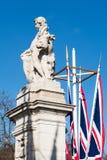 LONDON/UK - 18-ОЕ ФЕВРАЛЯ: Статуя представляя outsid Западной Африки Стоковые Фото