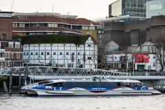 LONDON/UK - 18-ОЕ ФЕВРАЛЯ: Театр глобуса в Лондоне 18-ого февраля Стоковая Фотография
