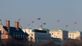 LONDON/UK - 13-ОЕ ФЕВРАЛЯ: Флаги порхая через горизонт внутри Стоковое Изображение