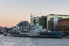 LONDON/UK - 18-ОЕ ФЕВРАЛЯ: HMS Белфаст в Лондоне 18-ого февраля, Стоковое Изображение