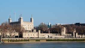 LONDON/UK - 2月13日:伦敦塔的看法在伦敦 图库摄影