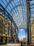 LONDON/UK - 9月12日:在干草G的老和现代建筑学 免版税库存图片