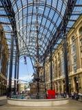 LONDON/UK - 9月12日:在干草G的老和现代建筑学 免版税库存照片