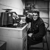 LONDON/UK - 9月12日:在HMS贝尔法斯特的时装模特在伦敦o 库存照片