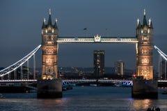 LONDON/UK - 2月18日:塔桥梁在2月18日的伦敦, 库存图片